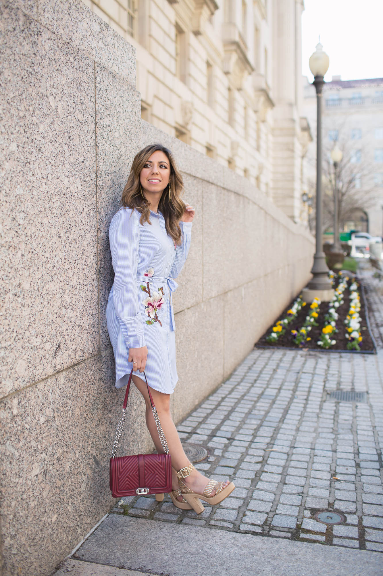 Lifestyle Blogger Roxanne Birnbau in Donald J. Pliner Niketa sandals #artoffun