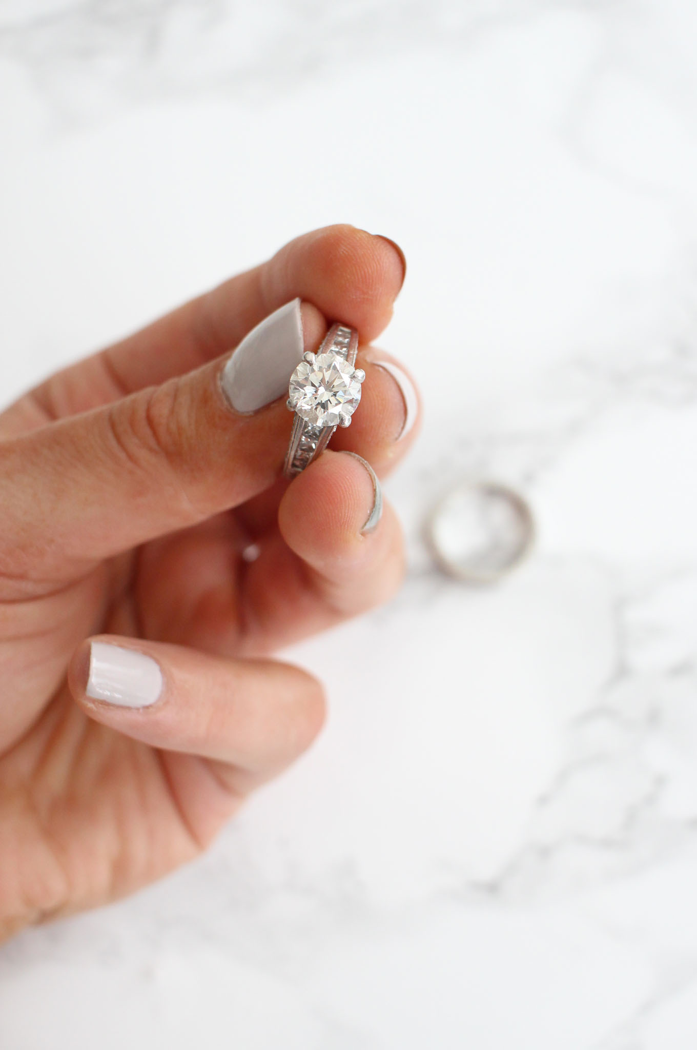 Lifestyle blogger Roxanne of Glass of Glam's tips for keeping your jewelry safe while traveling with Jeweler's Mutual