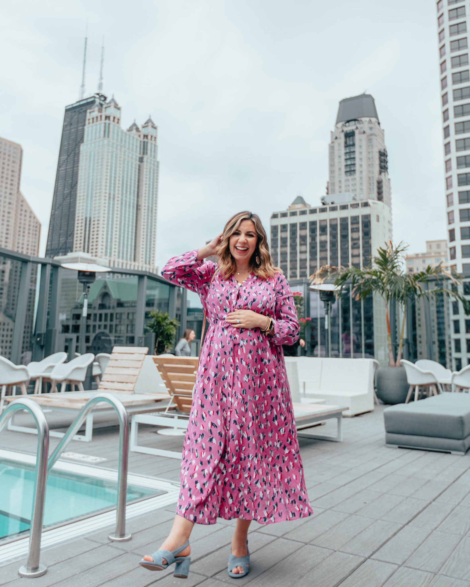 6 Weeks To Go, a pregnancy update featured by top US life and style pregnant blogger, Glass of Glam: image of a pregnant woman in Chicago wearing Nic + Zoe maxi dress, Naturalizer suede sandals, a Novum Rattan bag, Ettika palm leaf earrings.