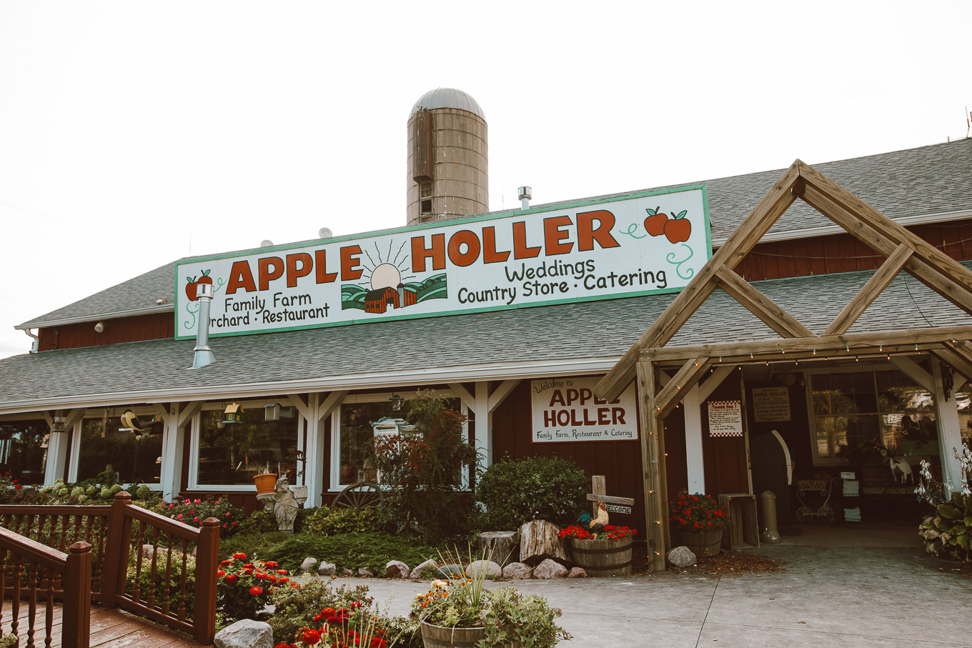 Apple Picking by popular Chicago lifestyle blog, Glass of Glam: image of the Apple Holler family farm, orchard, and restaurant building.