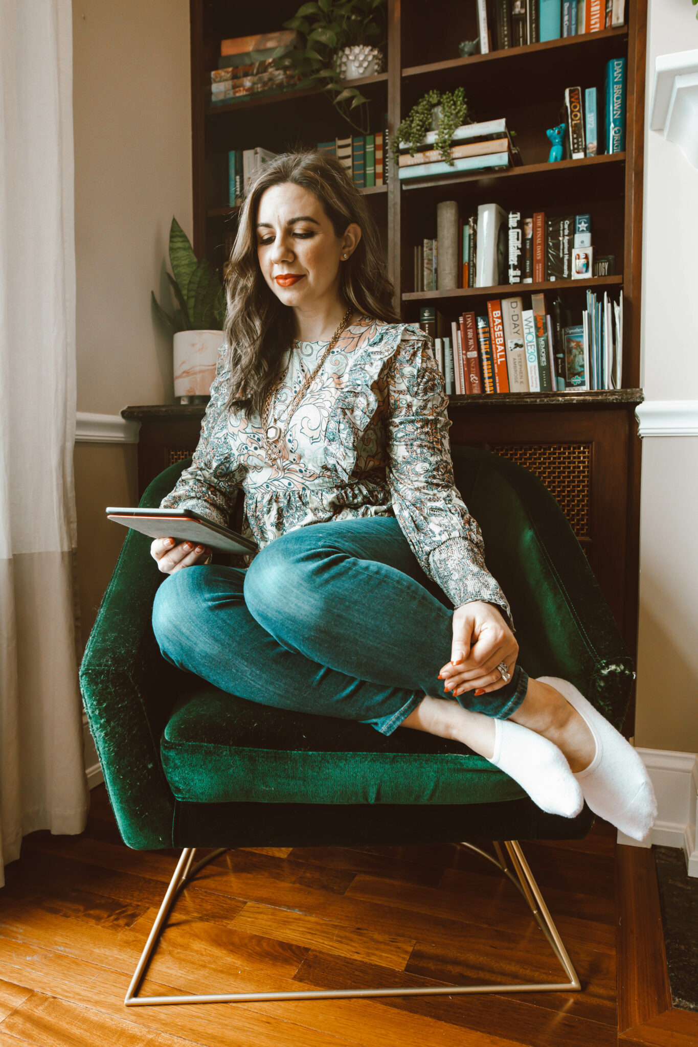 Light Reading Materials by popular Chicago lifestyle blog, Glass of Glam: image of a woman wearing a ruffle top, Agolde jeans, and a Kendra Scott necklace.